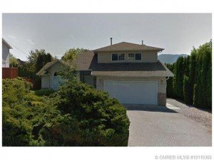 Kelowna mortgage broker John Antle | Featured home listing view from front yard