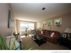 Kelowna-Mortgage-Broker-John-Antle-Featured-listing-1479-Glenmore-living-room