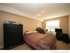 Kelowna-Mortgage-Broker-John-Antle-Featured-listing-1479-Glenmore-master-bedroom